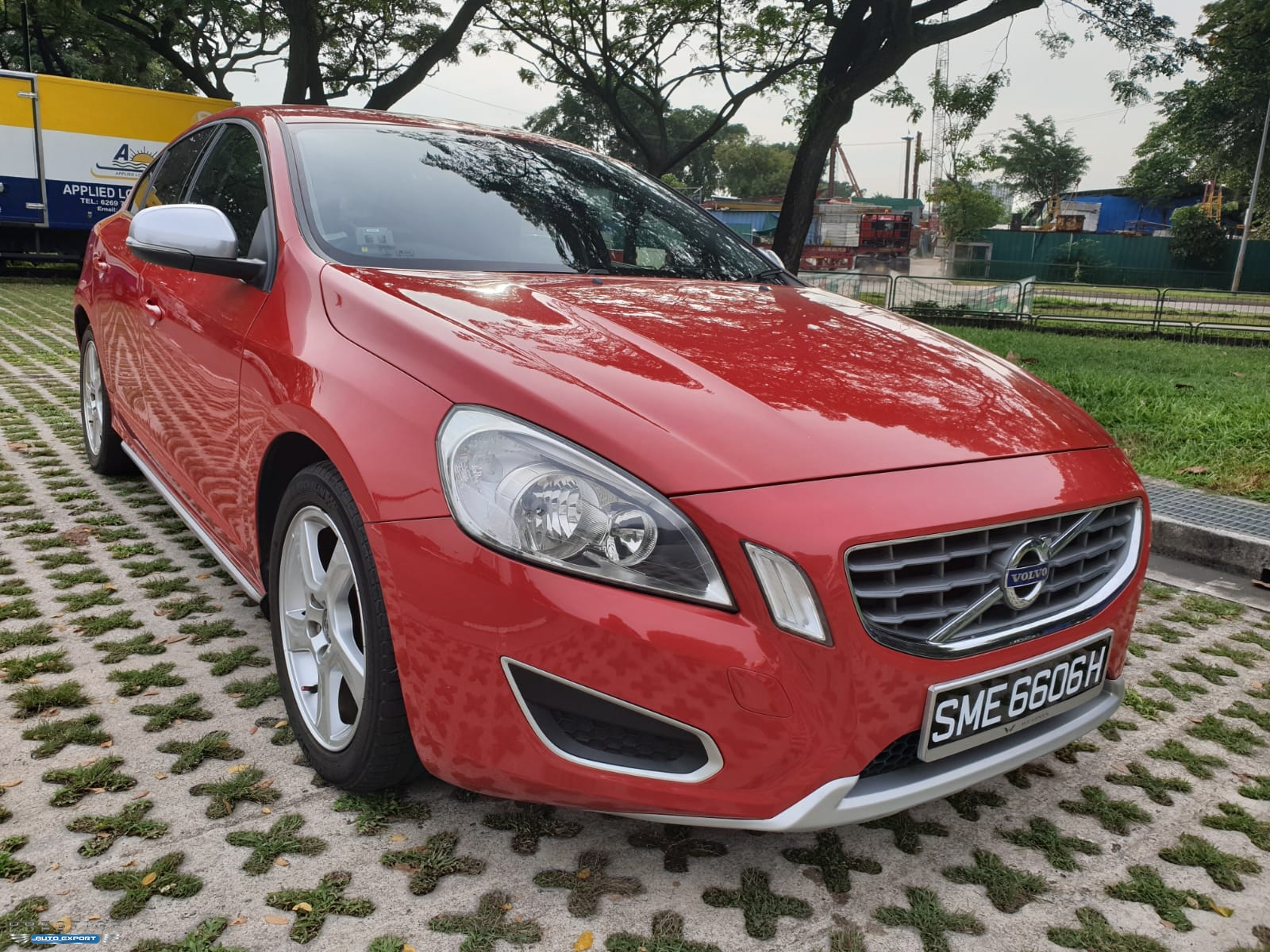 Volvo S60: Using the information button